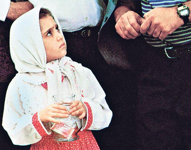 Iranilaiseen Uuden vuoden päivään sijoittuva elokuva tytöstä, joka lähtee ostamaan kultakalaa juhlaa varten.