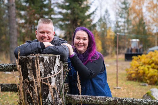 Aki ja Heli Palsanmäki tähdittävät jo 12. kautta Suomen huutokauppakeisarista.
