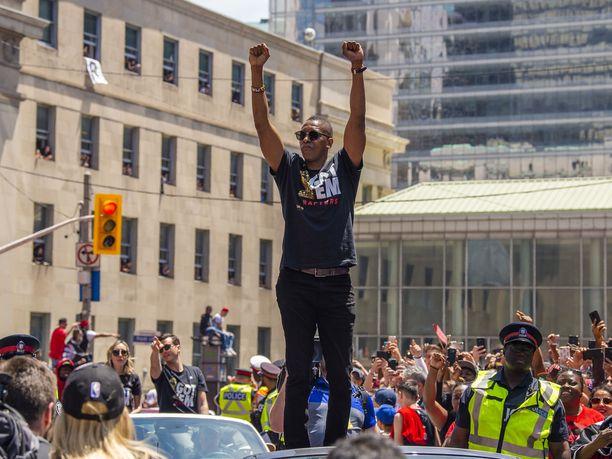 Masai Ujirilla oli paremmat oltavat tapahtuneen jälkeen Toronton mestaruusparaatissa.