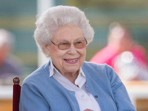 Kuningatar Elisabetin henkilökunta piti hyvää huolta leluapinasta.