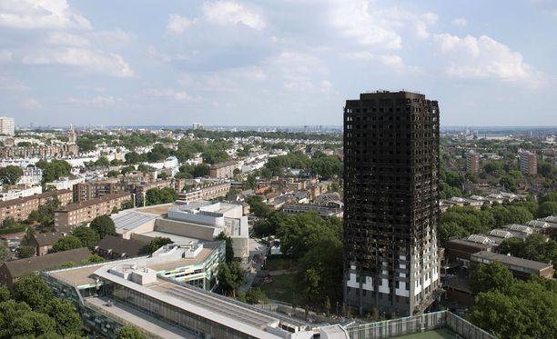 24-kerroksinen talo tuhoutui useita tunteja kestäneessä tulipalossa täysin.