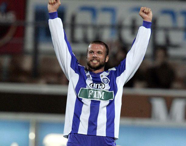 Petri Oravainen tuuletti HJK-paidassa kaikkiaan 18:aa maalia.