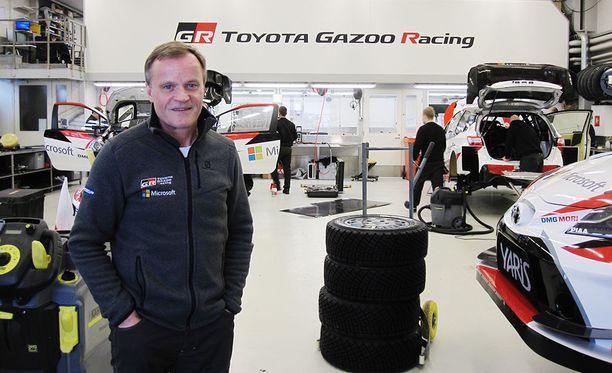 Tallipäällikko Tommi Mäkinen vakuuttaa, että Toyotan ralliautot suunnitellaan ja rakennetaan jatkossakin Puuppolassa.