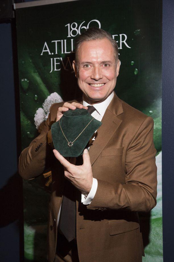 Marko Björs suunnitteli jalokiviseppä Alexander Tillanderille Cosmic-korusarjan.