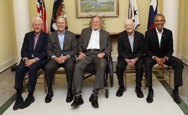Konserttiin osallistuivat kaikki hengissä olevat entiset presidentit, Bill Clinton (vas.), George W. Bush, George H.W. Bush, Jimmy Carter ja Barack Obama.