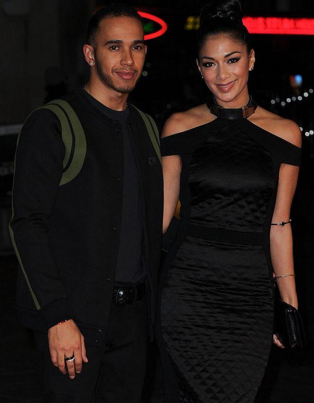 Nicole Scherzinger ja Lewis Hamilton ovat jälleen eri teillä. Pariskunta on eronnut viiden vuoden aikana pariinkin otteeseen, mutta nyt eron kerrotaan olevan lopullinen.