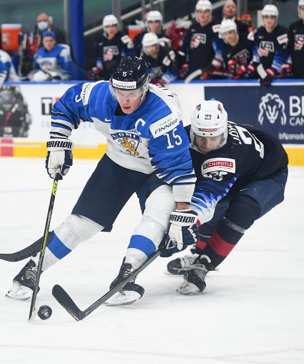 Anton Lundell tekee debyyttinsä A-maajoukkueessa Ruotsin EHT-turnauksessa.