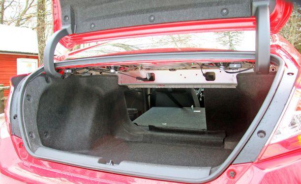 Tavaratila on sedaniksi asiallisen kokoinen - yli 500 litraa.