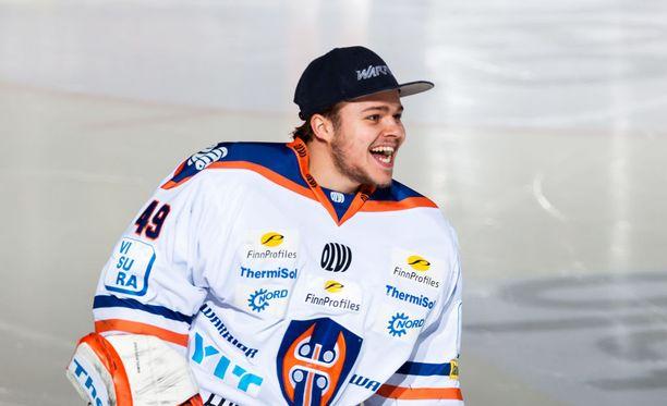 Dominik Hrachovina haluaa torjua Tapparan tänä keväänä Suomen mestariksi.