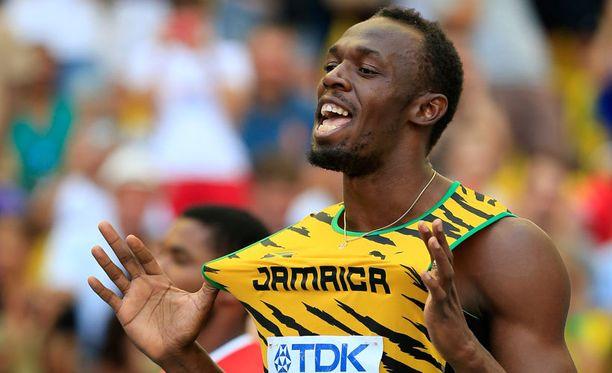 Usain Bolt juhli 100 metrin MM-kultaa.