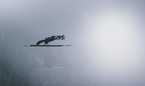 Antti Aallon ensimmäinen hyppy Lillehammerin suurmäessä oli mainio.