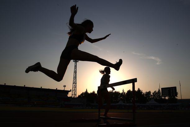 Valtioneuvoston maanantaina hyväksymän valtion vuoden 2022 talousarvion mukaan urheilun tuki putoaa noin 20 miljoonaa euroa.