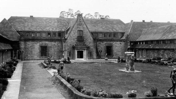 Carinhall oli kaksikerroksinen ja ruotsalaistyyliin rakennettu.