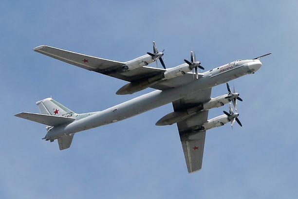 """Myös vanhemman polven """"karhu"""", strateginen pommikone Tu-95 on valjastettu mukaan Isisin vastaisiin pommituksiin."""