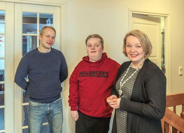 - Pyrimme perheenä tekemään asioita yhdessä niin, että Eemeli voi olla mahdollisimman paljon mukana, sanovat Eemelin isä Mika ja äiti Sonja Falk.