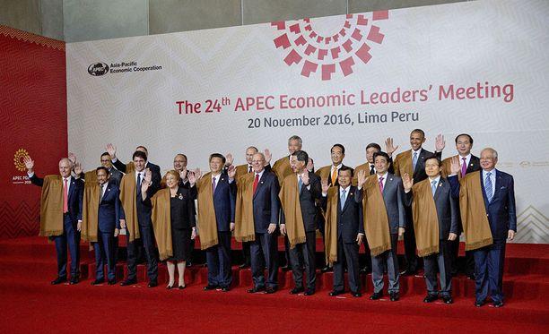 APEC-maiden johtajat ryhmäkuvassa. Kokoukseen osallistui myös Venäjän presidentti Vladimir Putin.