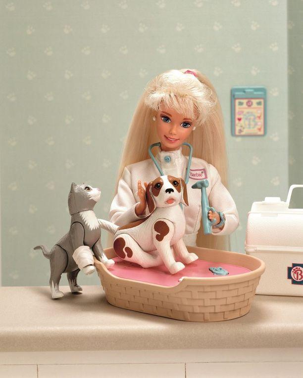 Vuonna 1996 Barbie työskenteli eläinlääkärinä.