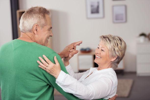Tanssimisella on useita hyviä vaikutuksia: se nostaa muun muassa mielialaa ja lievittää stressiä sekä parantaa tasapainoa.