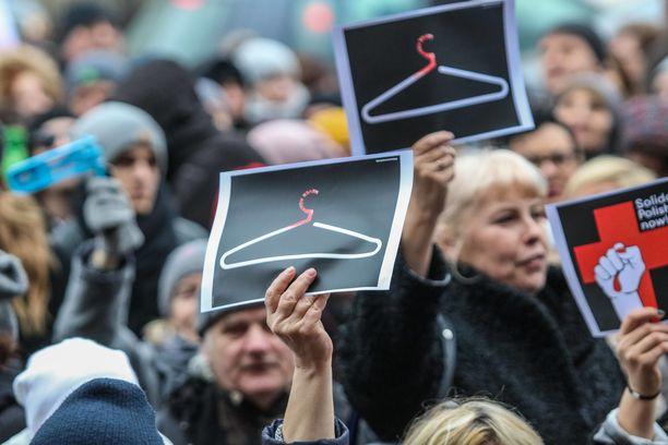 Maaliskuussa 2018 Puolan Gdanskissa osoitettiin mieltä jo ennestään tiukan aborttilainsäädännön kiristämistä vastaan.