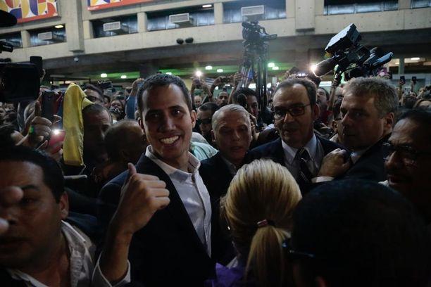 Juan Guaidó saapui takaisin Venezuelaan maanantaina.