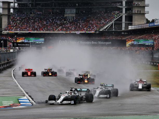 Saksan GP startattiin kosteissa olosuhteissa.