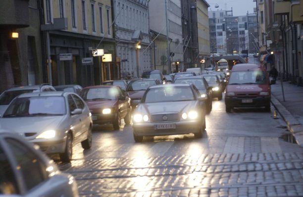 Helppo konsti lisätä turvallisuutta, on tarkistaa ajoittain auton valot