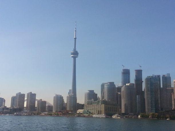 Ojansivujen koti sijaitsee noin 7 kilometrin päässä Toronton keskustasta. Torontossa on noin 2,7 miljoonaa asukasta.