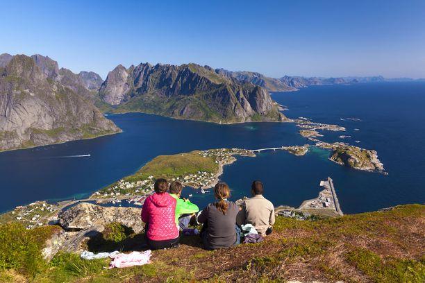 Näkymä Nordlandin rannikolta Lofooteille.