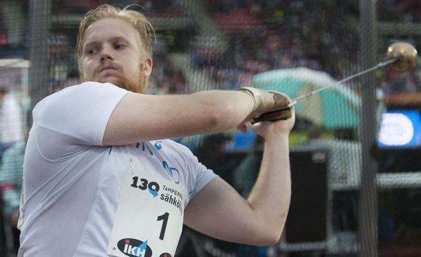 Henri Liipola pääsi kuittaamaan ruotsalaisheittäjälle.