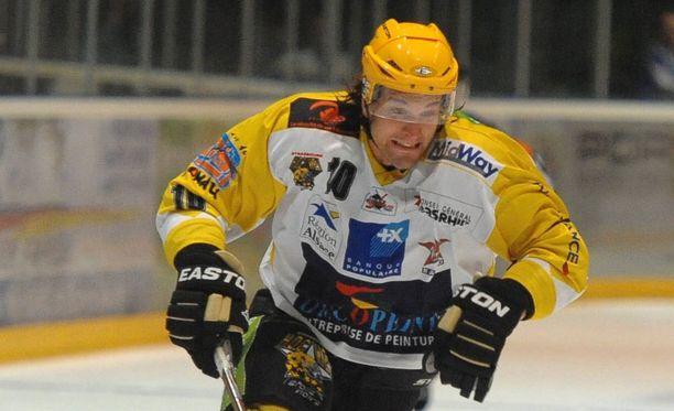 Timo Kuuluvainen on todellinen kiekkokiertolainen. Tällä kaudella hän pelaa Norjan liigan Kongsvinger Knightsissa.