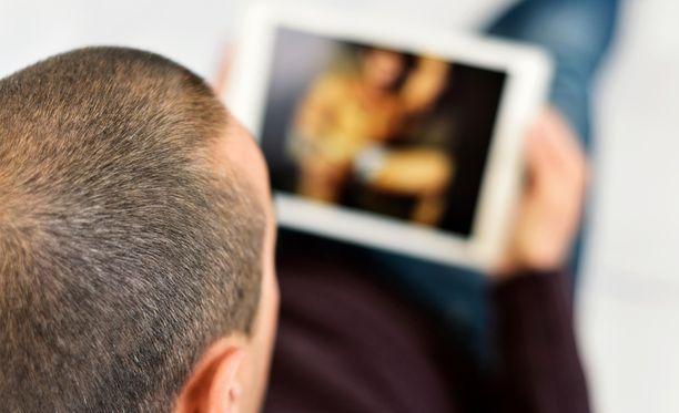 Viasat -kanavapaketin tilaajat joutuvat etsimään aikuisviihteensä tulevaisuudessa muualta.
