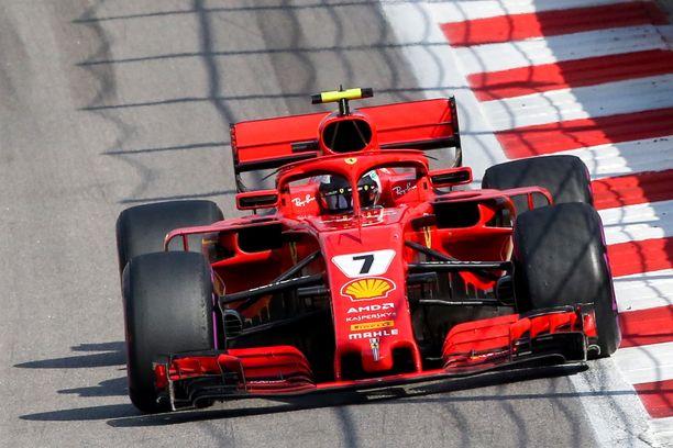 Mihin katosi Ferrarin vauhtietu? Sotshissa Kimi Räikkösen vauhti ei riittänyt haastamaan Mercedestä lainkaan.