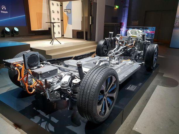 Sähköautojen akkutehoja kasvatetaan, jotta toimintamatka pitenisi.