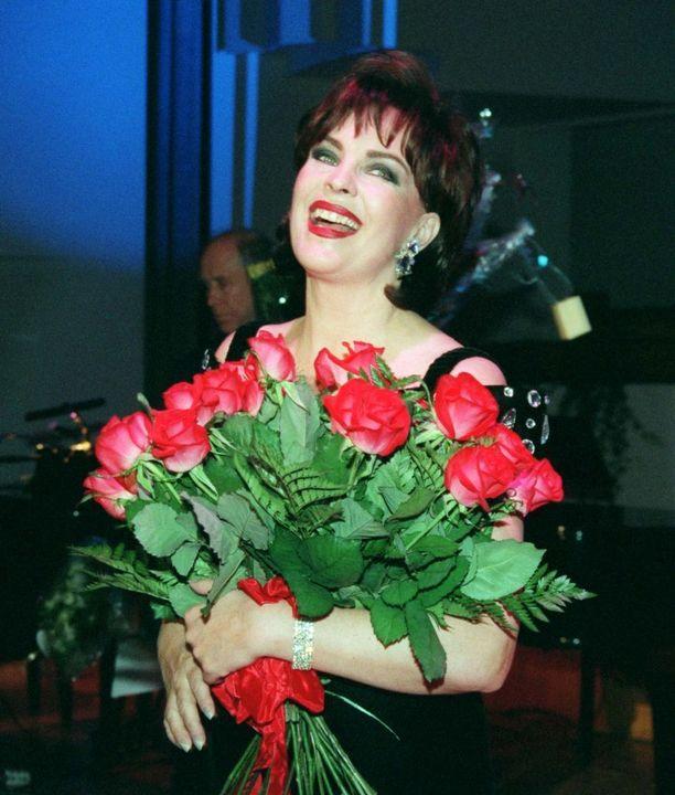 Paula Koivuniemen tyyli on päivittynyt huikeasti vuodesta 1997.