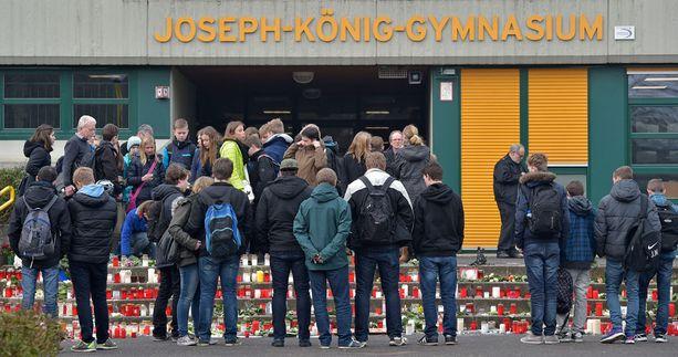 Oppilaille tarjotaan koululla kriisiapua.