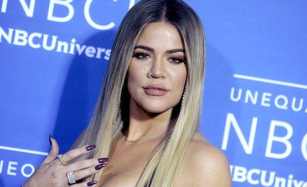 Khloé Kardashian on tunnettu yhdysvaltalainen televisiopersoona. Hänen perheensä elämää voi seurata Keeping Up with the Kardashians -ohjelman avulla.