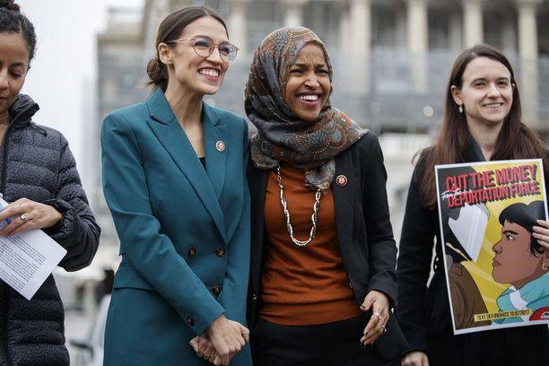 Alexandria Ocasio-Cortez ja Ilhan Omar kuuluvat kongressiedustajiin, joille presidentti Trumpin tulkittiin osoittaneen tviittinsä.