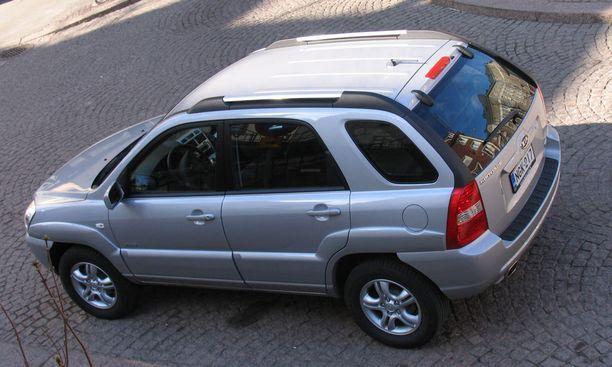 Samoja autoja ne ovat liikkeessä kuin yksityiselläkin, määrittelee yksi nettikeskustelija.