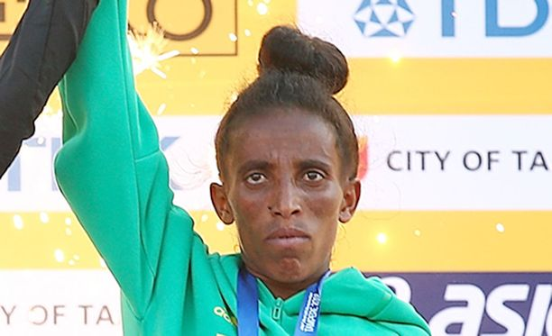 Girmawit Gebrzihairin iäksi ilmoitetaan IAAF:n sivuilla 16 vuotta.