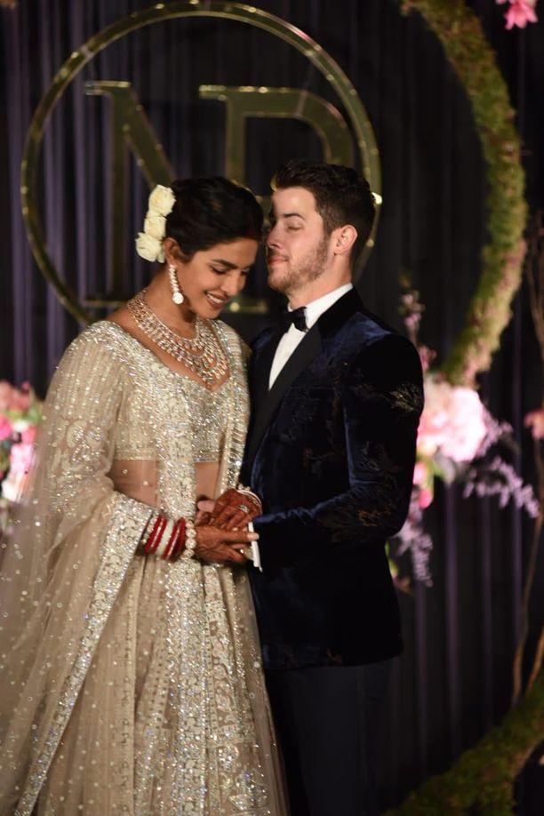 Pari järjesti vielä toisenkin hääseremonian Delhissä.
