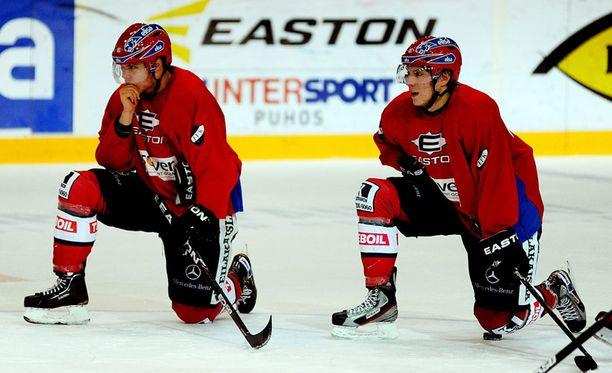 Petri Matikainen pyöräytti jälleen ketjurulettia. Se tarkoittaa sitä, että Mikael ja Markus Granlund pelaavat yhdessä ykkösketjussa.