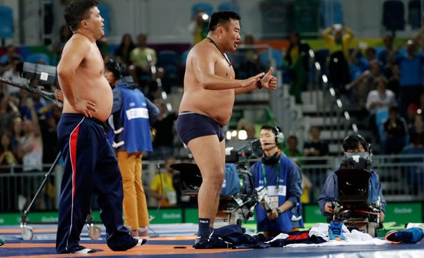 Mongolialaiskoutsien jäätävä reaktio naurattaa olympiaväkeä.