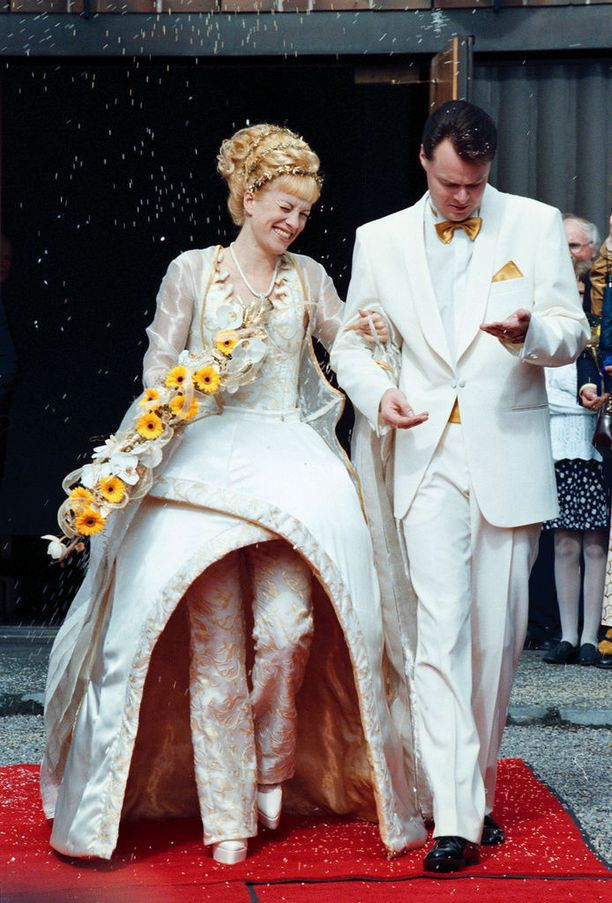 Laura Voutilainen ja Juha Heikkilä avioituivat vuonna 1998. Liitto kesti 17 vuotta.