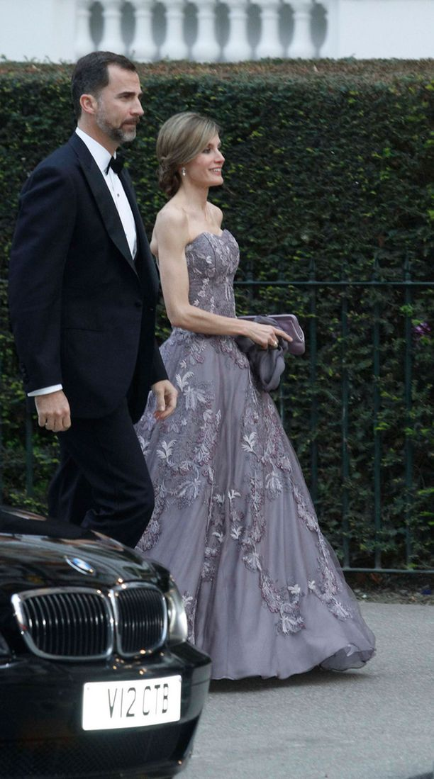 Kuningatar Letizia ja kuningas Felipe juhlivat yhdessä prinssi Williamin avioitumista.