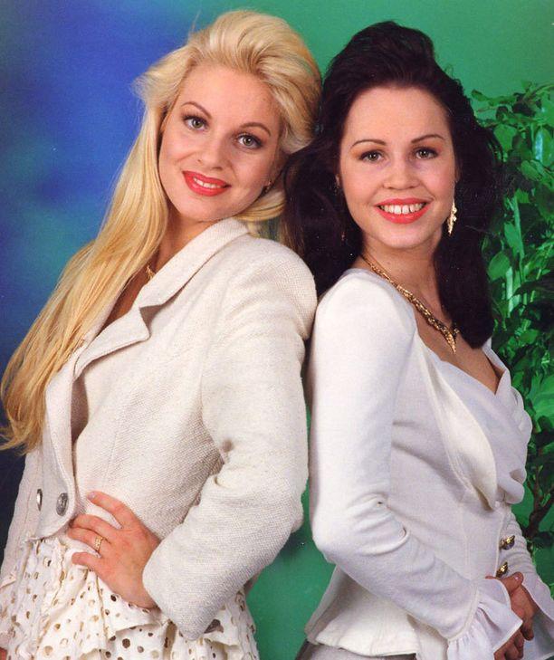 Cat Cat eli Virpi ja Katja Kätkä esittivät Euroviisuissa Bye Bye Baby -kappaleen.