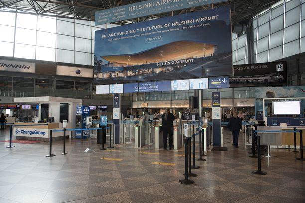 THL suosittelee Britanniasta Suomeen tulevan lentoliikenteen keskeyttämistä heti.