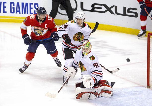 Aleksander Barkov johdatti Panthersin voittoon Kevin Lankisen (mv) Chicago Blackhawksista.