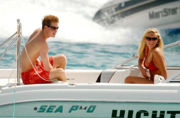 Pariskunta erosi pian prinssi Williamin ja herttuatar Catherinen häiden jälkeen vuonna 2011. Ennen sitä he viihtyivät yhdessä peräti seitsemän vuotta.