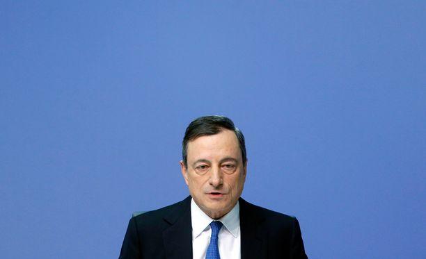 Mario Draghi kertoi elvytyssuunnitelmista torstaina Frankfurtissa.