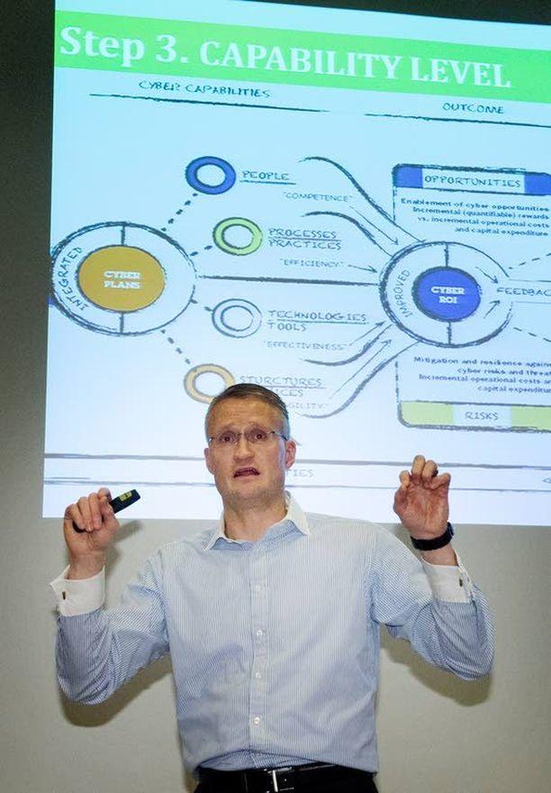 Aalto-yliopiston kyberturvallisuuden professori Jarno Limnéll totesi Strategic Cyber Leadership -huippuseminaarissa, että kyberturvallisuus on ensisijaisesti strateginen, globaali ja älyllinen haaste.
